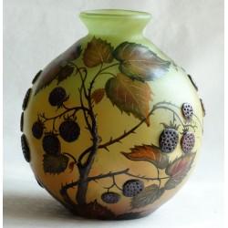 Vase décoratif mûres en rélief
