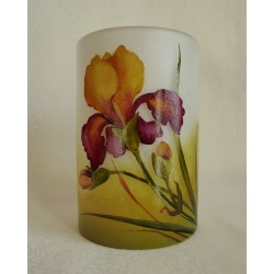 Vase cylindrique avec iris jaune grenat