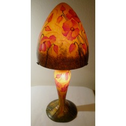 Lampe décorative, fond ocre, motif coquelicots